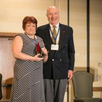 Dr. Teresa Hutchinson receives Dissertation of the Year Award from Dr. Bill Beck